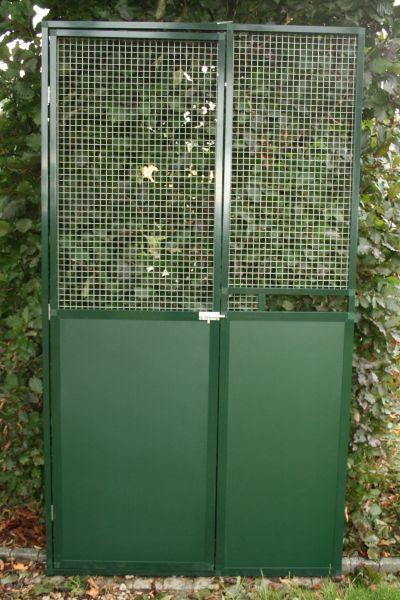 deurpaneel 102x200cm in groen alu met  groene acp 3 mm ,bovenaan draad  en nis voor voederplateau